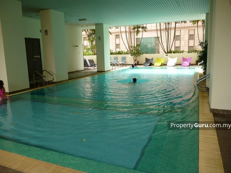 マレーシアのマンション内のプール
