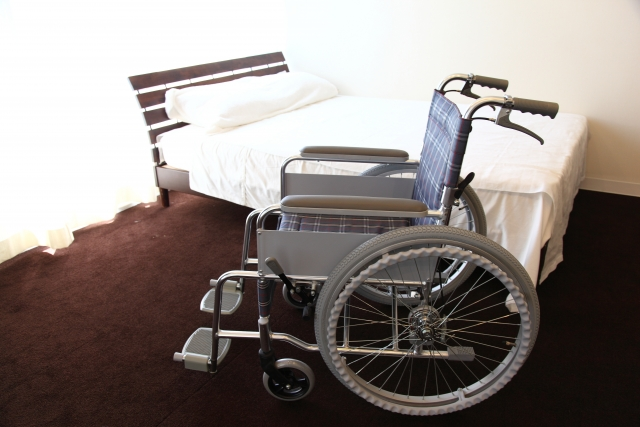 車椅子とベッド