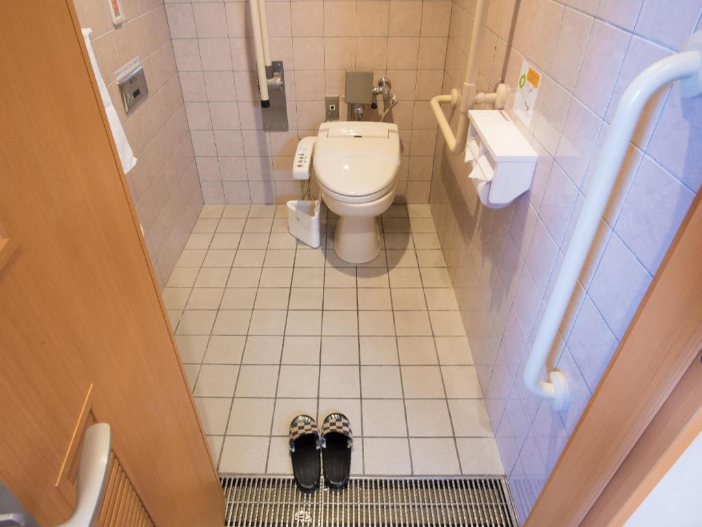 客室内のバリアフリートイレ