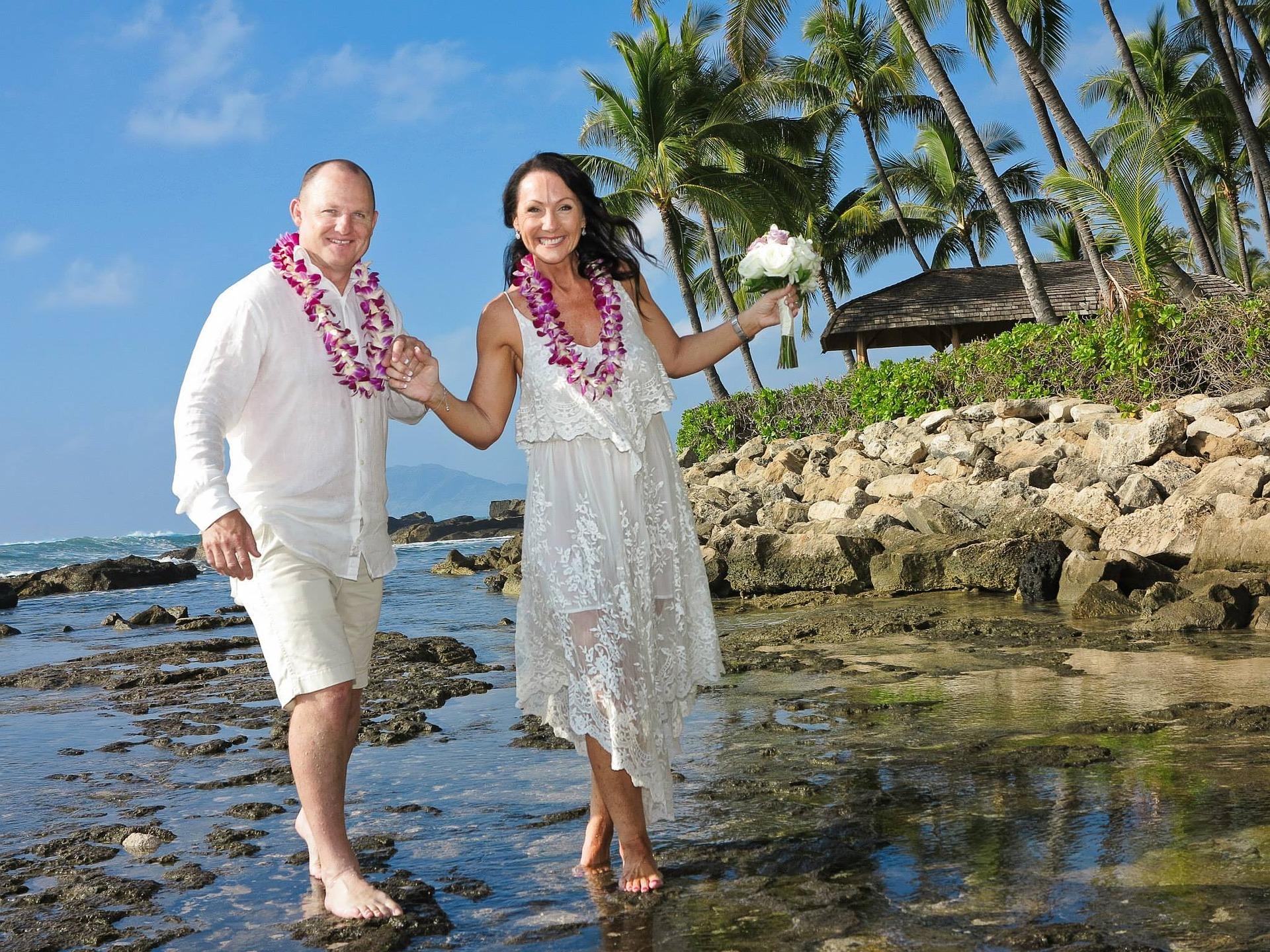 ハワイの新婚シニアカップル