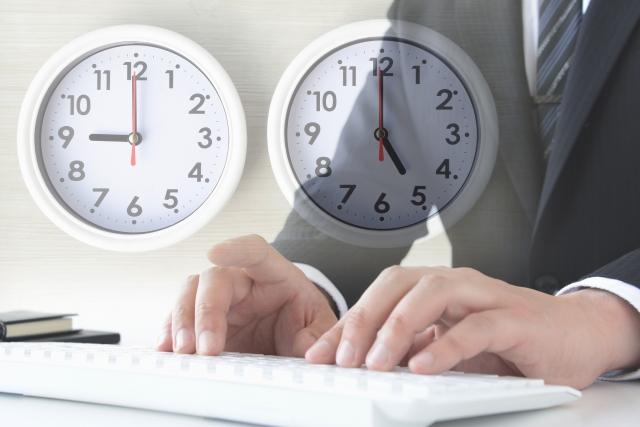 ビジネスマンの勤務時間